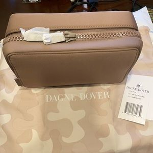 NWT Dagne Dover Dune Arlo tech pouch in large!